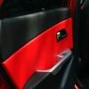 Красно-черный салон Hyundai Solaris-Rio. Перетяжка экокожей prochehli.ru .