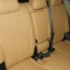 Бежевые авточехлы уровня перетяжки салона Nissan Tiida №2