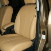 Бежевые авточехлы уровня перетяжки салона Nissan Tiida №6