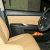 Бежевые авточехлы уровня перетяжки салона Nissan Tiida №10