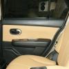 Бежевые авточехлы уровня перетяжки салона Nissan Tiida №12