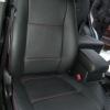 Черные авточехлы с красной строчкой для Suzuki Grand Vitara