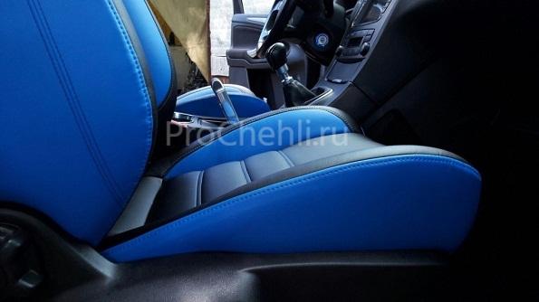 Авточехлы из черно-синей экокожи