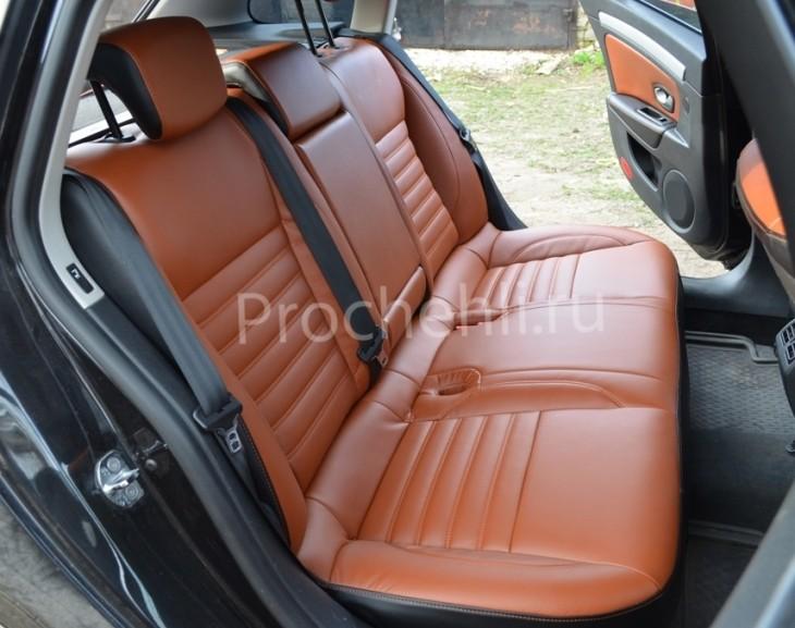 двойная поперечная строчка рыжей ниткой для сидений на рыже-коричневой экокоже