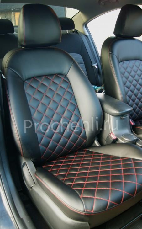 Отсрочка сидений ромбиком красной ниткой на черной экокоже