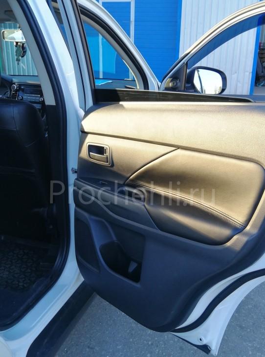 Вставки в карты дверей Mitsubishi Outlander 3 из черной экокожи №1