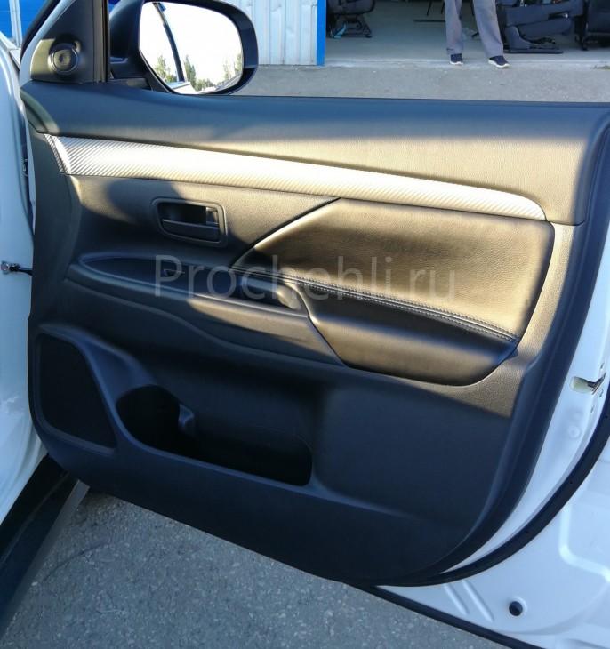 Вставки в карты дверей Mitsubishi Outlander 3 из черной экокожи №3