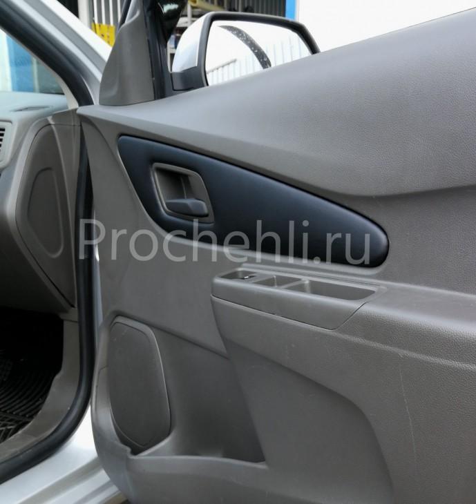 Вставки в карты дверей на Chevrolet Cobalt из черной экокожи №3