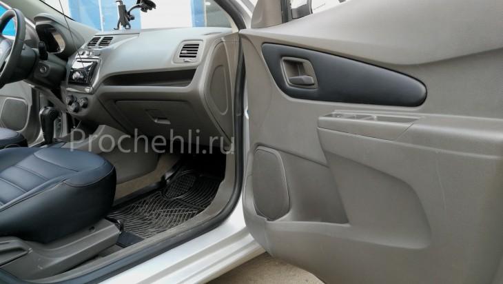 Вставки в карты дверей на Chevrolet Cobalt из черной экокожи №4