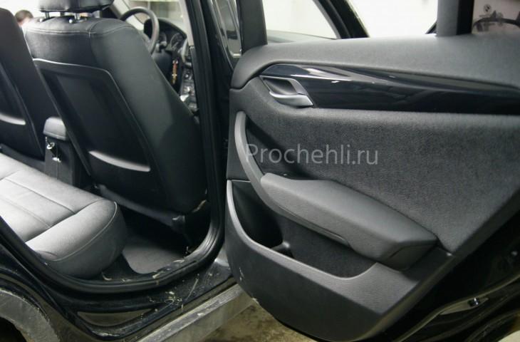 Вставки в карты дверей BMW X1 (E84) из черной экокожи №2