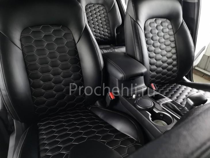 Каркасные чехлы для Kia Sportage 4 из экокожи с отстрочкой сотами №2