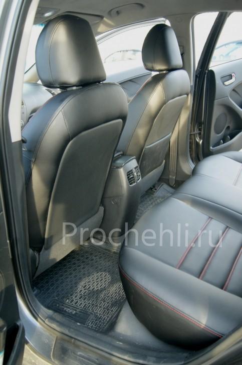 Каркасные чехлы на Kia Cerato 3 с эффектом перетяжки из черной экокожи с красной строчкой №4