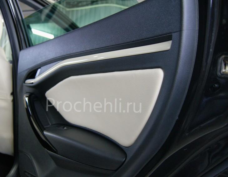Вставки в карты дверей Lada Vesta Cross из бежевой экокожи