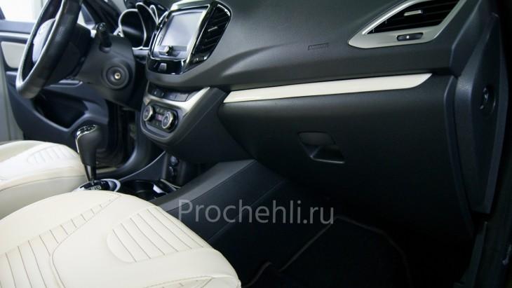 Окрас пластиковых вставок в двери Lada Vesta Cross