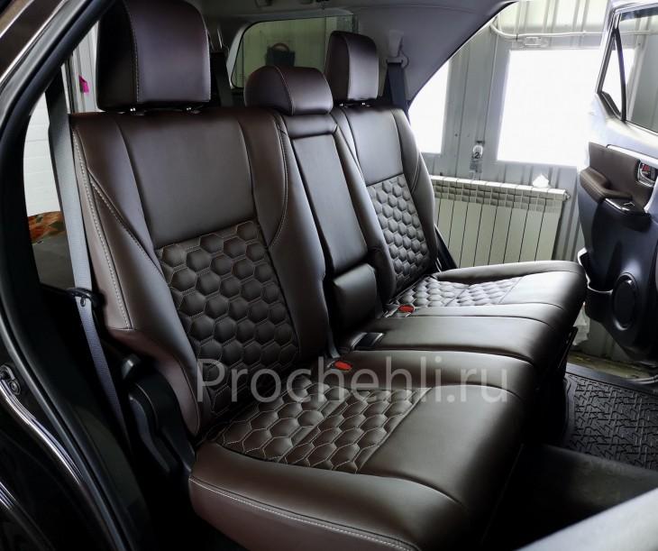 Каркасные чехлы для Toyota Fortuner 2 из темно-коричневой экокожи №4