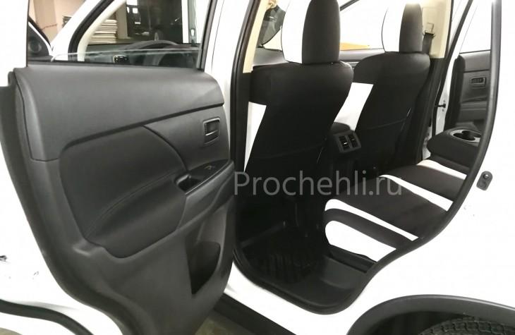 Каркасные авточехлы для Mitsubishi Outlander 3 рест 2019 из черной и белой экокожи с двойной строчкой №6