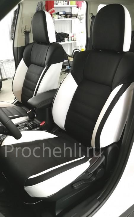 Каркасные авточехлы для Mitsubishi Outlander 3 рест 2019 из черной и белой экокожи с двойной строчкой №2