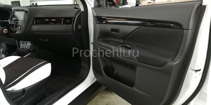 Каркасные авточехлы для Mitsubishi Outlander 3 рест 2019 из черной и белой экокожи с двойной строчкой №7