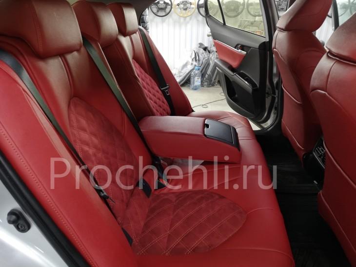 Каркасные чехлы на Toyota Camry 8 (V70) c эффектом перетяжки из красной экокожи дакота с алькантарой с ромбом №6