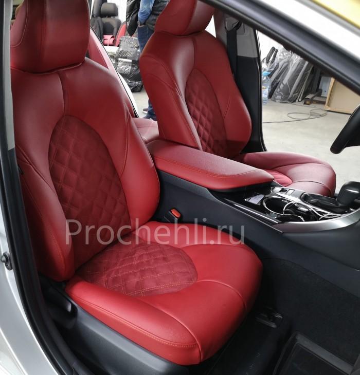 Каркасные чехлы на Toyota Camry 8 (V70) c эффектом перетяжки из красной экокожи дакота с алькантарой с ромбом №5