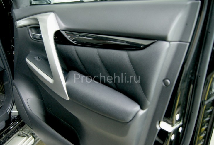Вставки в карты дверей Mitsubishi Pajero Sport 3 из черной экокожи