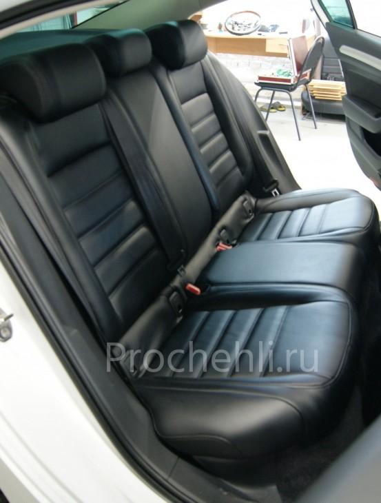 Каркасные авточехлы  для VW Passat B8 из черной экокожи №5