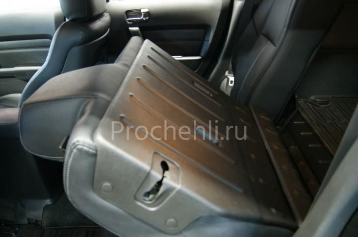 Каркасные авточехлы для Hummer H3 из черной и серой экокожи №5