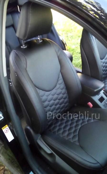 Каркасные авточехлы на Toyota RAV 4 (XA30) из черной экокожи с отстрочкой сотами №1