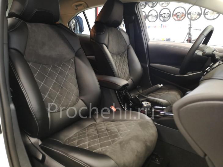 Каркасные чехлы на Toyota Corolla E210 (2019) из черной экокожи и алькантары №1