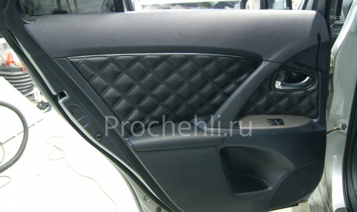 Каркасные авточехлы для Toyota Avensis 3 из черной экокожи с двойным ромбом №8