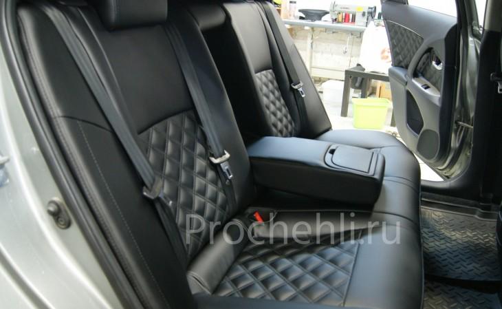 Каркасные авточехлы для Toyota Avensis 3 из черной экокожи с двойным ромбом №2