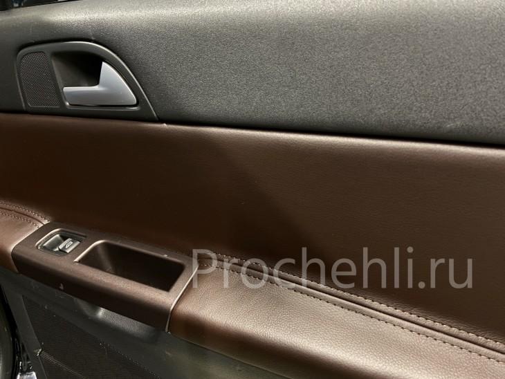 Перешив вставок в карты дверей Volvo V50/S40 из темно-коричневой экокожи