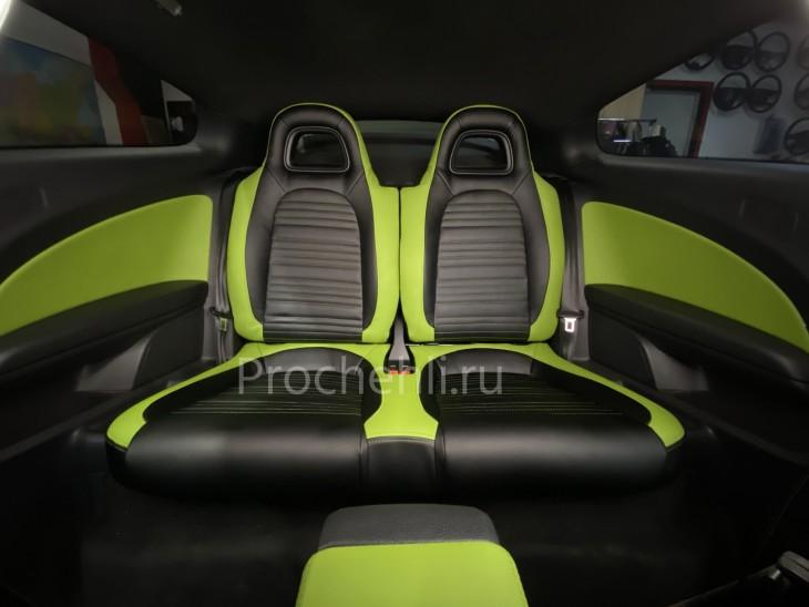 Каркасные чехлы на VW Scirocco из черной и зеленой экокожи №6