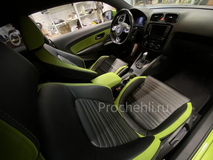 Каркасные чехлы на VW Scirocco из черной и зеленой экокожи №5