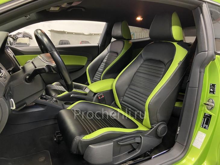 Каркасные чехлы на VW Scirocco из черной и зеленой экокожи №1