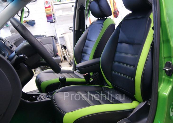 Каркасные авточехлы для Skoda Fabia из черной зеленой экокожи №3