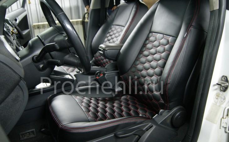Чехлы на Audi A3 8P с эффектом перетяжки салона из черной экокожи с отстрочкой сотами №1