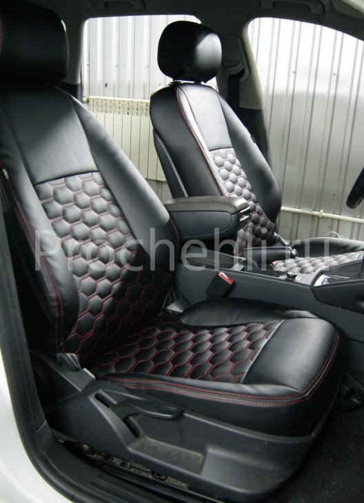 Чехлы на Audi A3 8P с эффектом перетяжки салона из черной экокожи с отстрочкой сотами №2