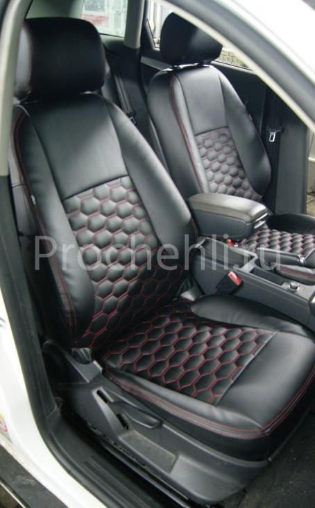 Чехлы на Audi A3 8P с эффектом перетяжки салона из черной экокожи с отстрочкой сотами №3