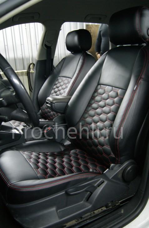 Чехлы на Audi A3 8P с эффектом перетяжки салона из черной экокожи с отстрочкой сотами №4