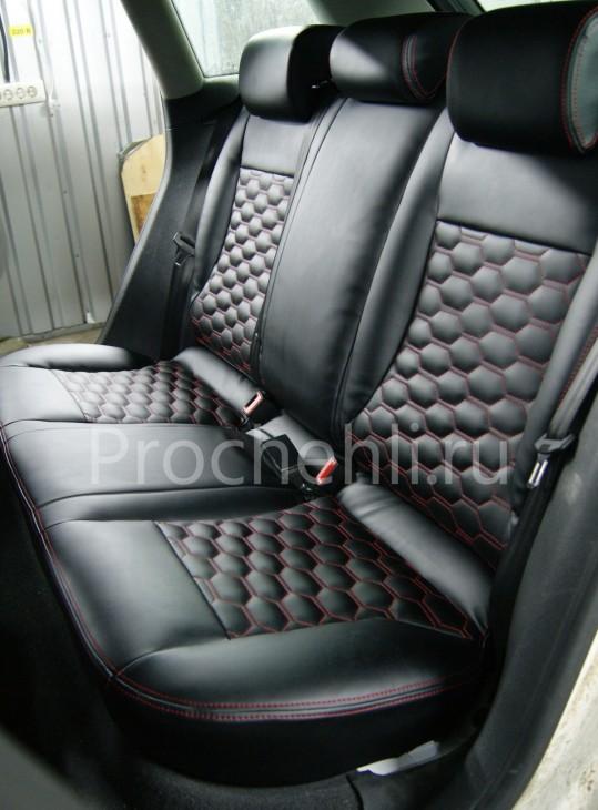 Чехлы на Audi A3 8P с эффектом перетяжки салона из черной экокожи с отстрочкой сотами №8