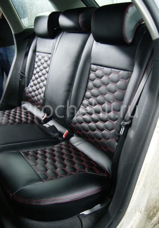 Чехлы на Audi A3 8P с эффектом перетяжки салона из черной экокожи с отстрочкой сотами №9