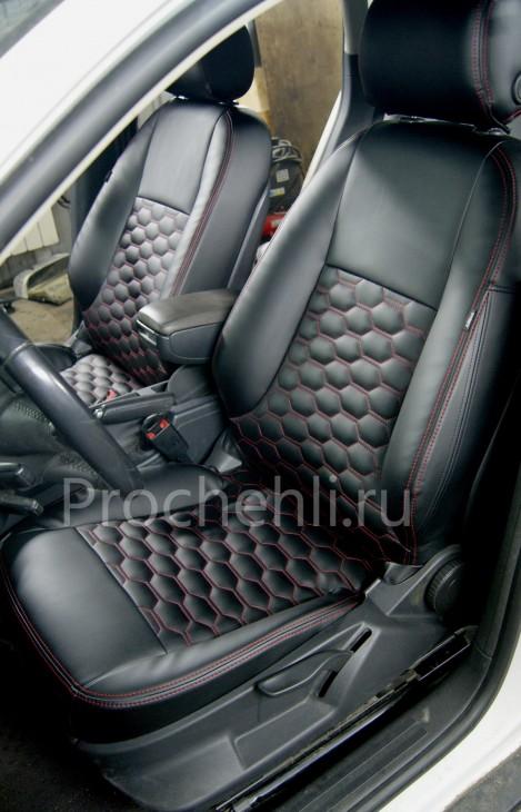 Чехлы на Audi A3 8P с эффектом перетяжки салона из черной экокожи с отстрочкой сотами №10