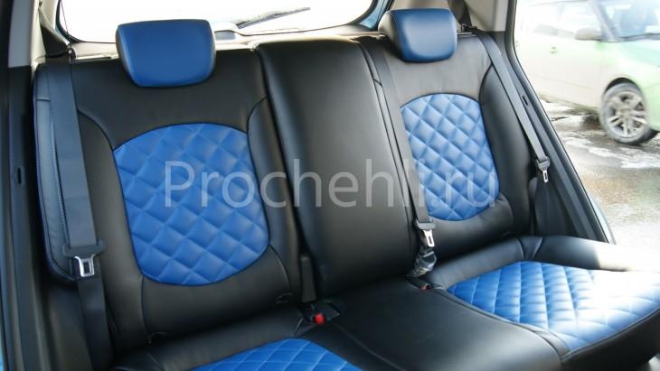 Чехлы на Hyundai Creta с эффектом перетяжки из черной и синей экокожи с отстрочкой ромб №3