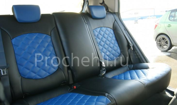 Чехлы на Hyundai Creta с эффектом перетяжки из черной и синей экокожи с отстрочкой ромб №4