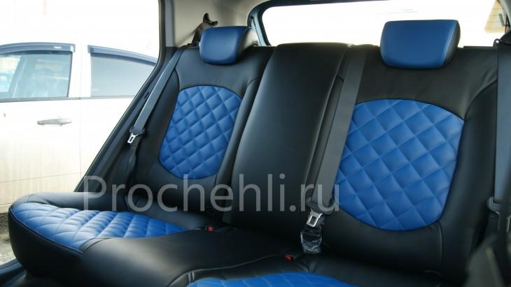 Чехлы на Hyundai Creta с эффектом перетяжки из черной и синей экокожи с отстрочкой ромб №5