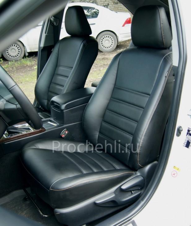 Чехлы на Toyota Camry 7 с эффектом перетяжки салона из черной экокожи с двойной строчкой №1