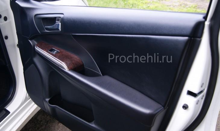 Вставки в карты дверей Toyota Camry 7 из черной экокожи №3
