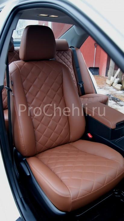 Чехлы на Toyota Camry 7 с эффектом перетяжки салона из экокожи Дакота с отстрочкой ромбиком №1