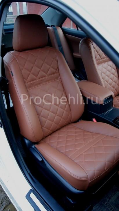 Чехлы на Toyota Camry 7 с эффектом перетяжки салона из экокожи Дакота с отстрочкой ромбиком №7